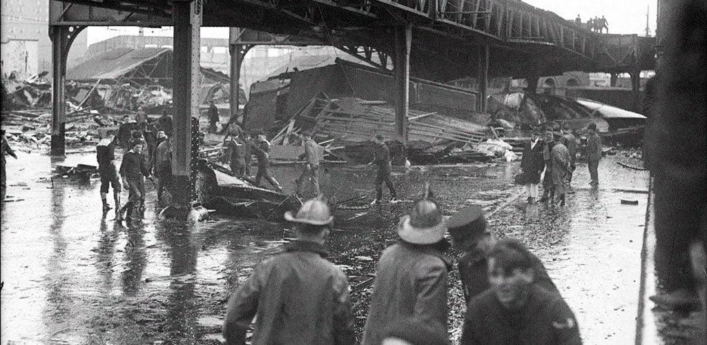 Фото разлива патоки в Норт-Энде под мостом