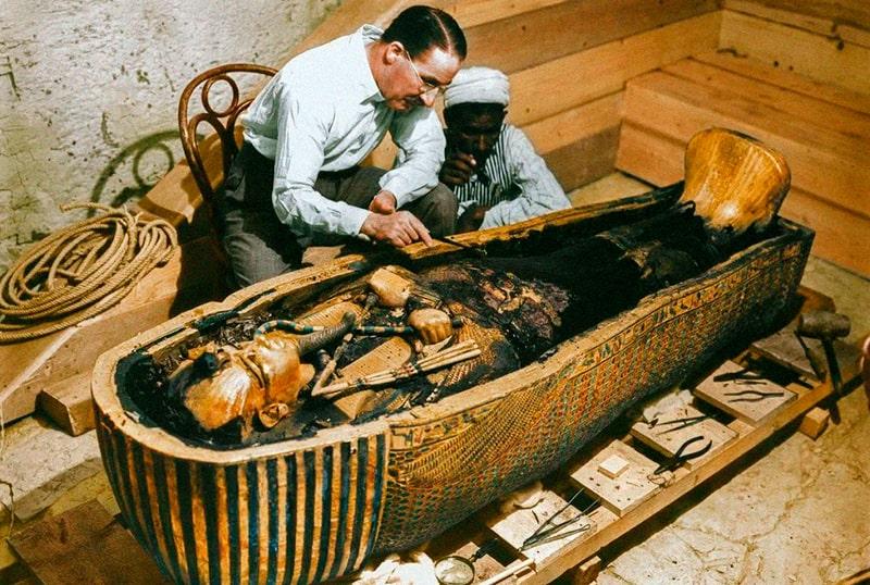 Вскрытый саркофаг фараона
